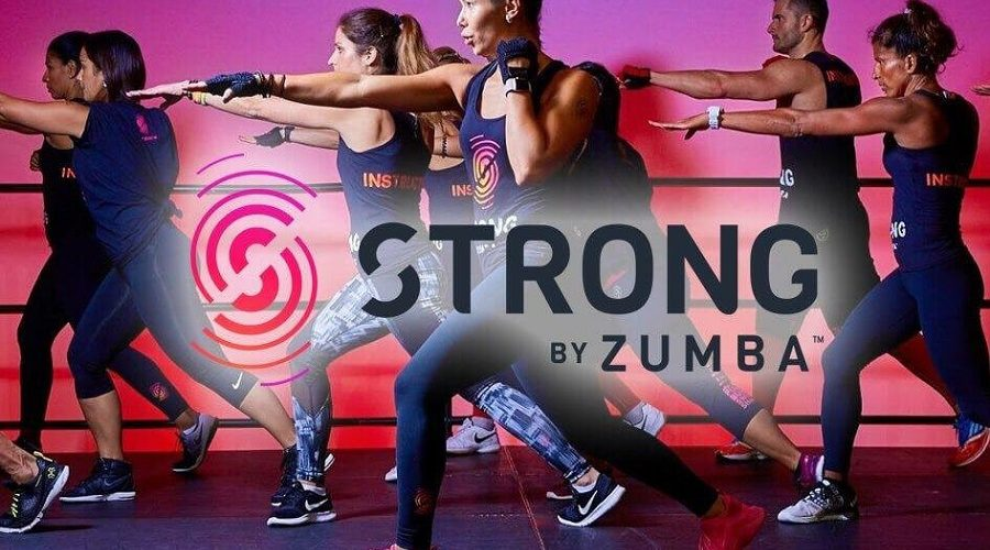 Persone che fanno STRONG by Zumba